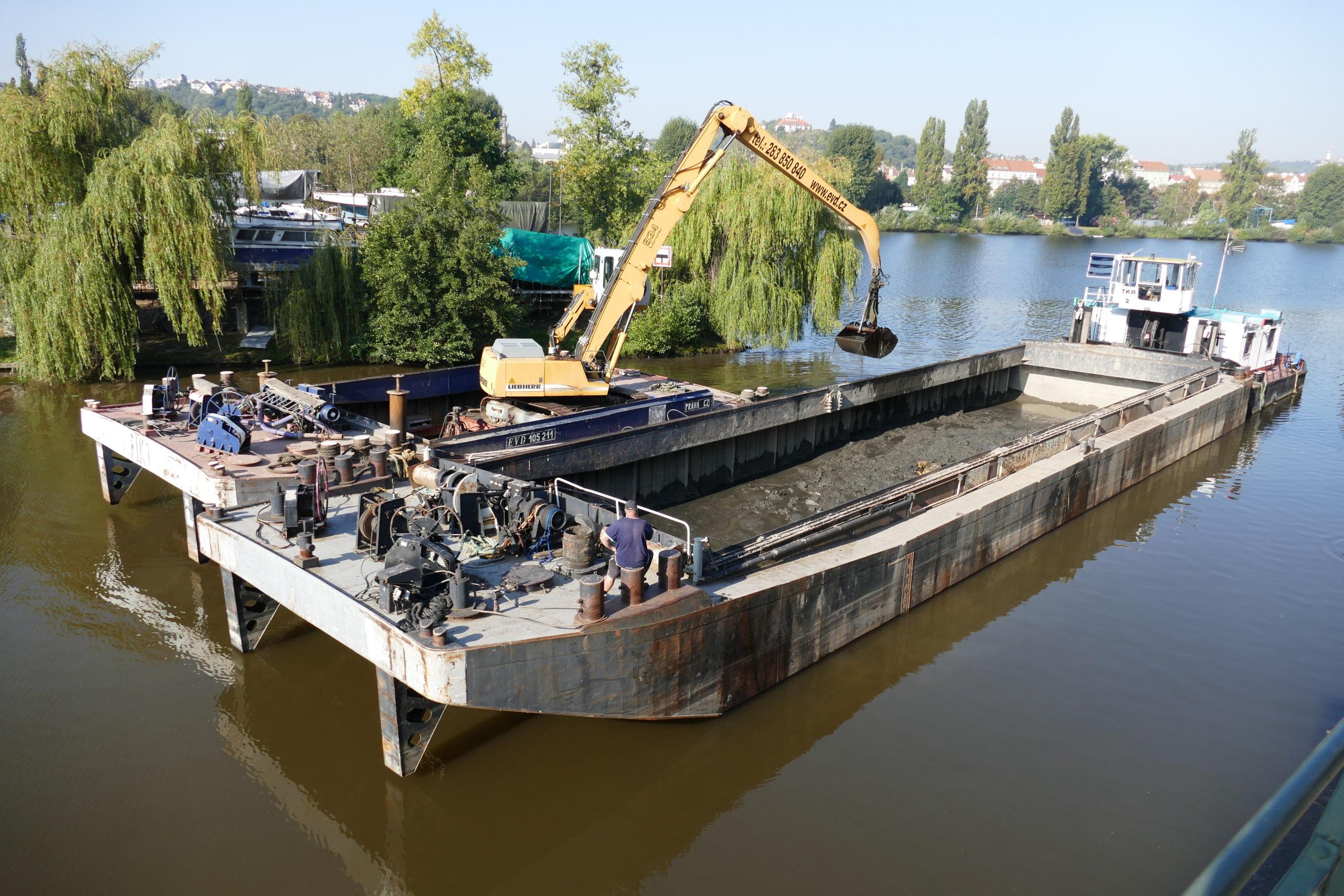 Bagrování přístavu